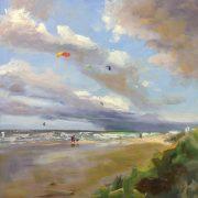 Wolkentreinen en kiters-strandgezicht- zeegezicht-Noordwijk-Lynden